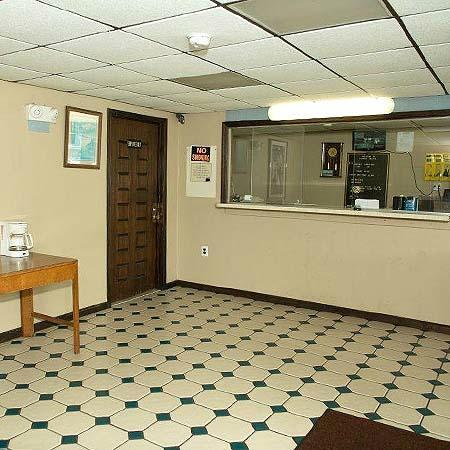 Clover Motel: Lobby