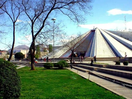 Hotel Pik Loti: Pyramid