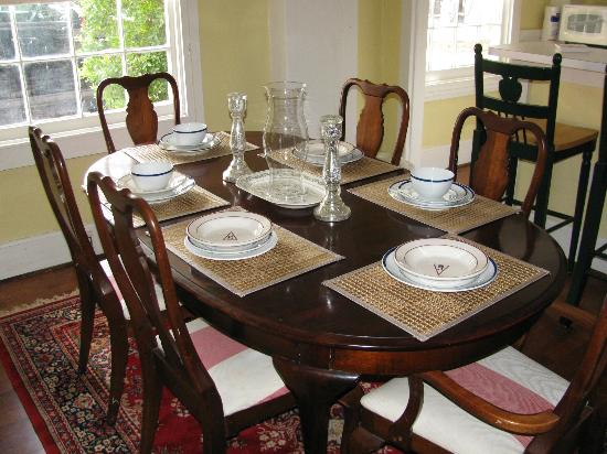 Palmer Home Bed and Breakfast: Carriage House Dining room