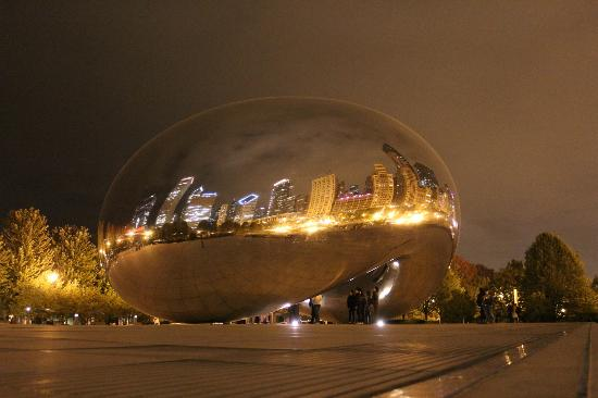 Чикаго, Илинойс: Cloud Gate at night