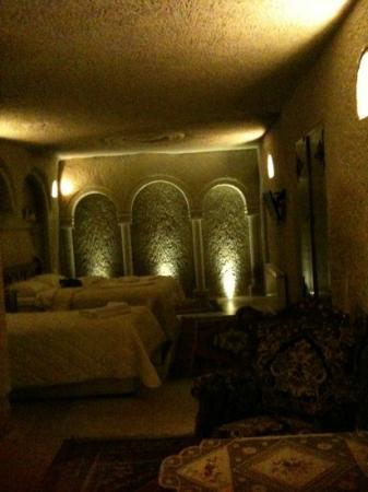 Safran Cave Hotel: A cave room