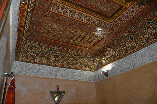 Restaurant dar hatim: internal decor