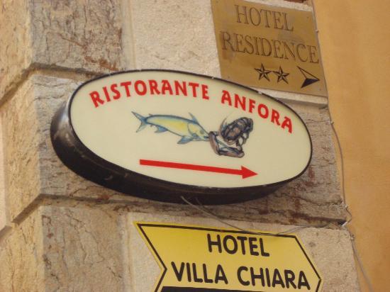 Ristorante Anfora: Вывеска ресторана с улицы Корсо Умберто