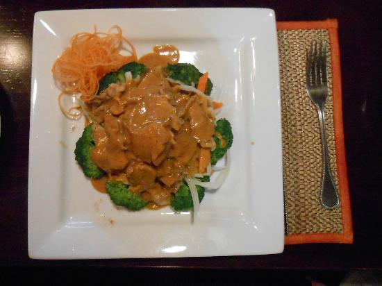Thai Orchid Restaurant: Chicken with peanut sauce.