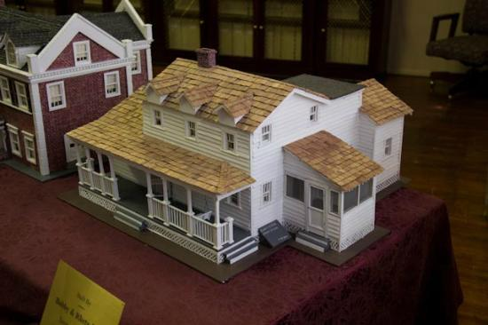 A smaller model of the walton 39 s house picture of walton for Walton house floor plan