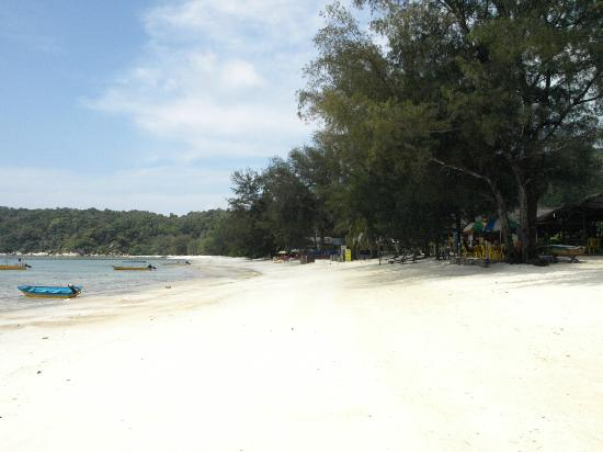 Bayu Dive Lodge: The beach