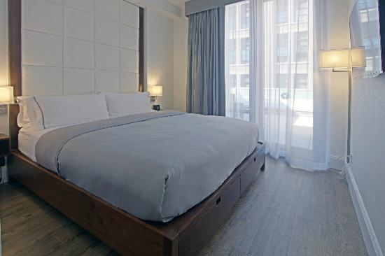 Hotel Indigo: King size bed