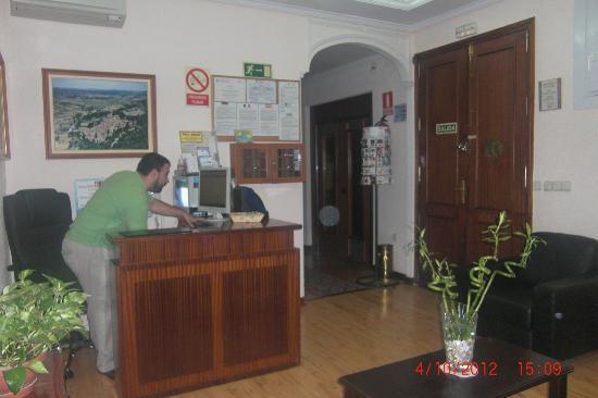 Hostal Zamora: réception avec josé