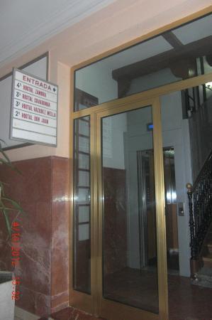 Hostal Zamora : Entrée hall d'immeuble