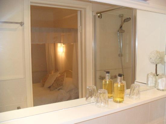 Trafalgar House: En Suite shower room