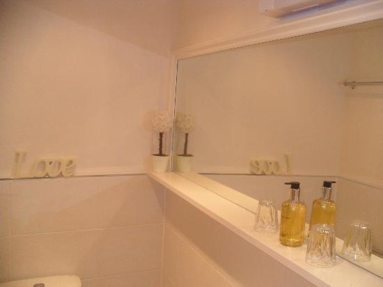 Trafalgar House: En-suite shower room