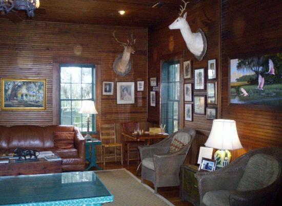 The Lodge on Little St. Simons Island: Main Lodge gathering room.
