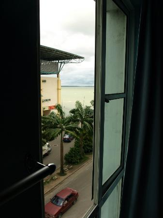Sea View Sandakan Budget & Backpackers Hotel: Sea view!