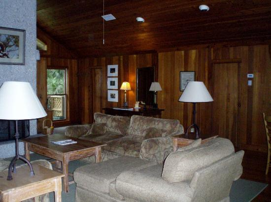 The Lodge on Little St. Simons Island: Cedar lodge livingroom
