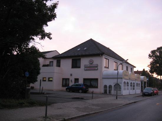 Hotel Restaurant Zum Werdersee: View of hotel from bustop