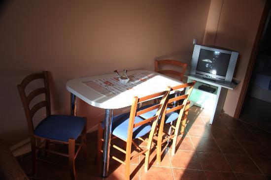 Apartments Dub Cavtat: Dining