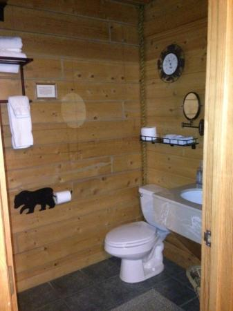 Alaskan Suites: Private Bathroom