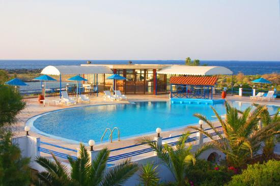 Zorbas Beach Village Hotel: Swimming pool