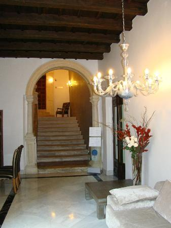 Hospes Palacio del Bailio: escalera principal