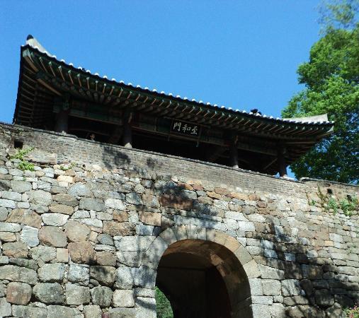 Namhansanseong Provincial Park: West Gate