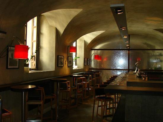 Hospes Palacio del Bailio: tapas bar
