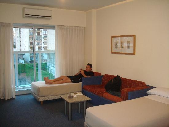 Aspen Suites Hotel: Sala/quarto para os filhos 