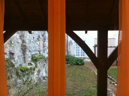 Anne d'Anjou : Vue sur la cour