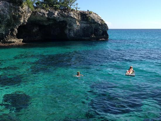 Villas Sur Mer: Snorkeling off the cliffs.