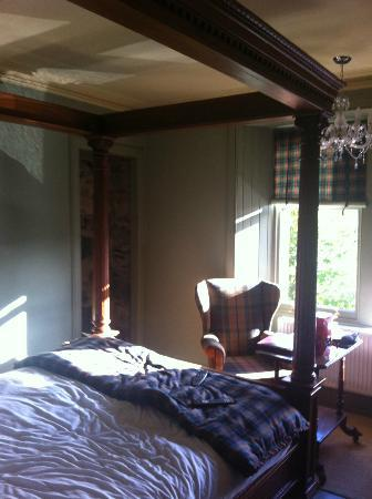 Carra Beag Guest House: Four poster room, gorgeous