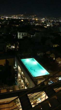 Electra Palace Athens: Pool view at night from top terrace