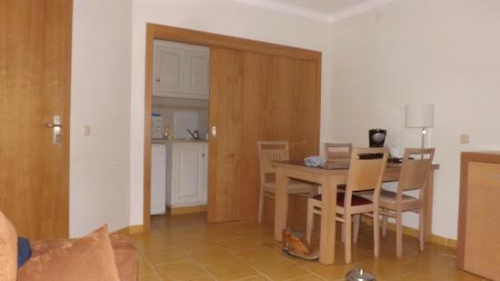 Santa Eulalia Hotel Apartamento & Spa: kitchenette/dining 