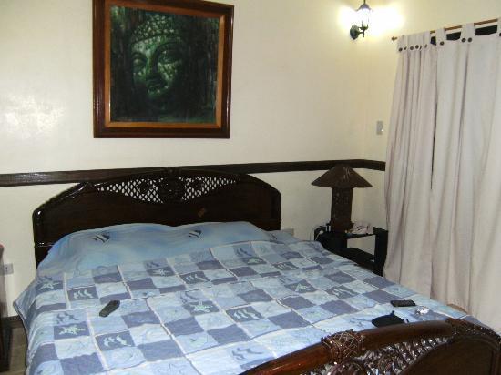 Big Apple Dive Resort: The bed in room 25