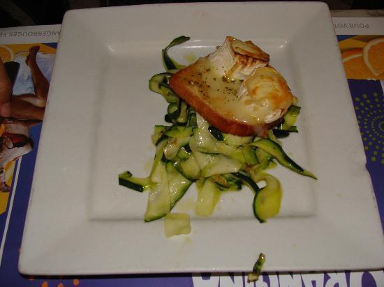 L'Assignat: Verduras salteadas en aceite de oliva y tosta con queso de cabra.