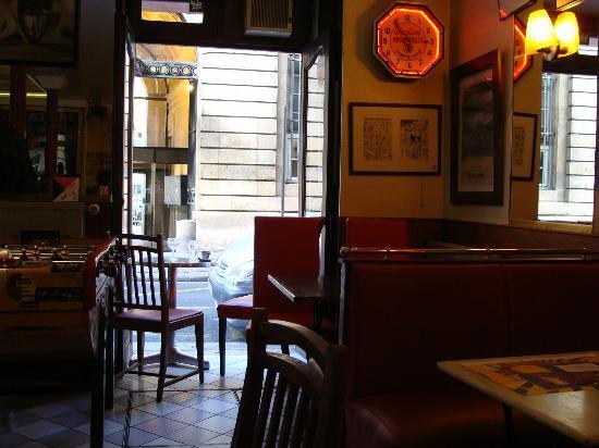 L'Assignat: Pocas mesas, ambiente íntimo y distendido.