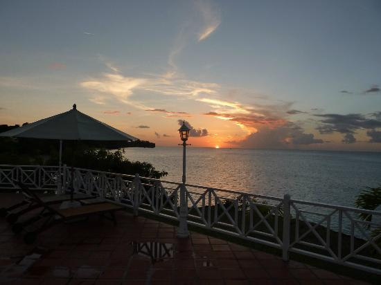 Grenadian by Rex Resorts: Sunset at the Pool Bar