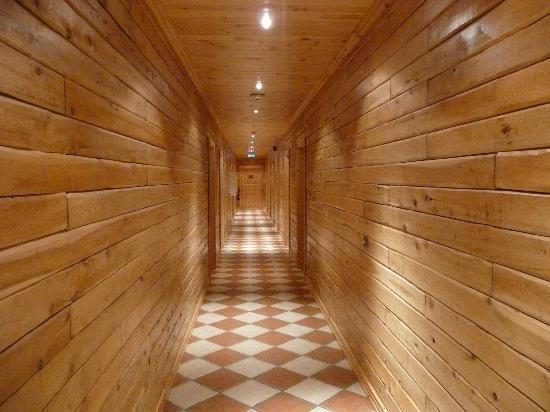 Hotel Ranga: Corridor to rooms