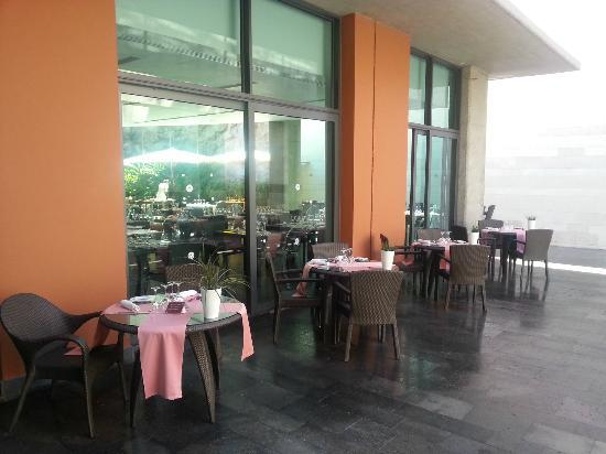 Sheraton Gran Canaria Salobre Golf Resort: Gofio restaurant outdoor seating