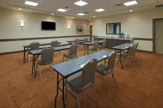 Country Inn & Suites by Radisson, Dover, OH : Conference Room classroom style