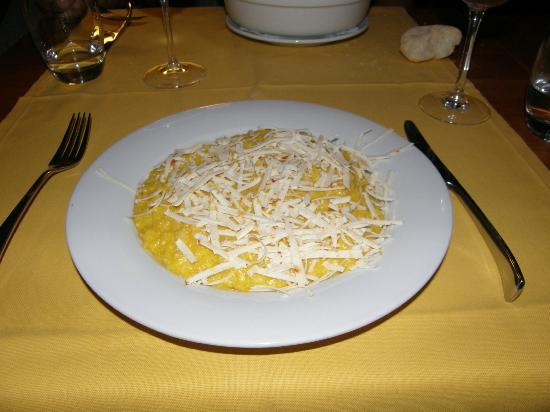 Calimero Cafe & Cucina: Ice cold grated cheese on top of underdone risotti, Calimero Cafe, Milan
