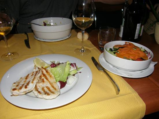 Calimero Cafe & Cucina: Rubbery, dry scallopine of chicken for dinner at Calimero, Milan