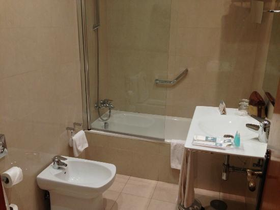 Hotel Eurostars Regina: Bathroom