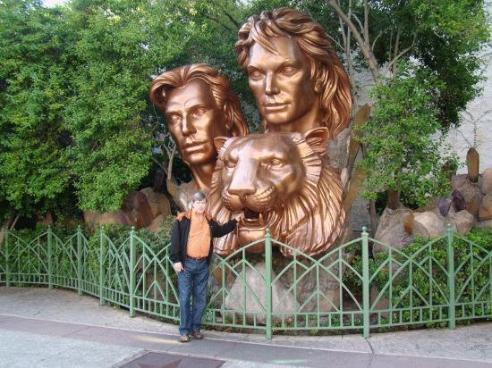 Lion Topiary Picture Of Siegfried Roy 39 S Secret Garden And Dolphin Habitat Las Vegas