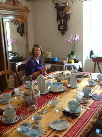 Clamanges, France : Breakfast to start the day
