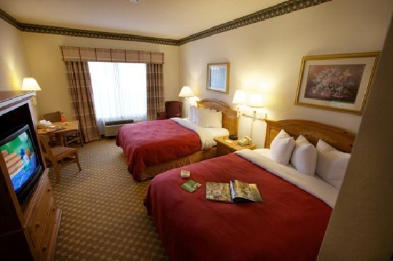 Lancaster Inn & Suites : getlstd_property_photo