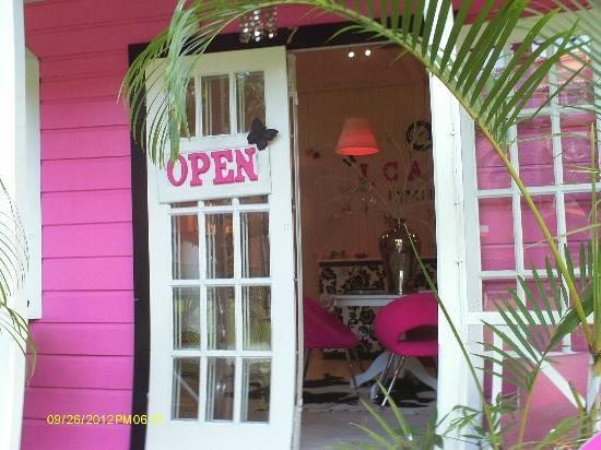 Sugar Cane Club Hotel & Spa: Shop at Chattel Village, Holetown