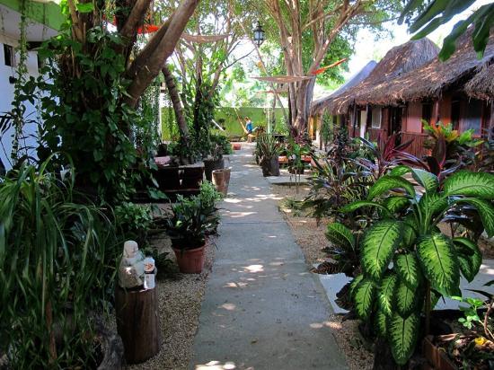 Secret Garden Hotel: Garden Area