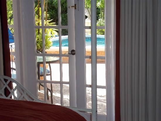 Little Arches Boutique Hotel: view of the pool from room 6