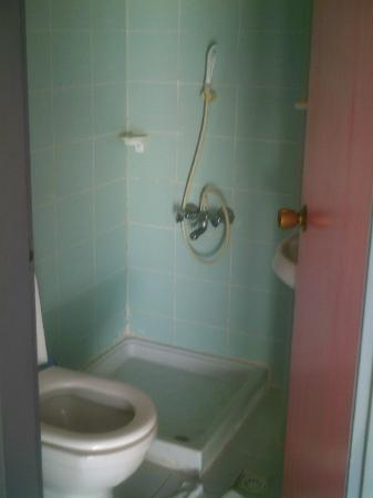 Kaan Apart: bathroom