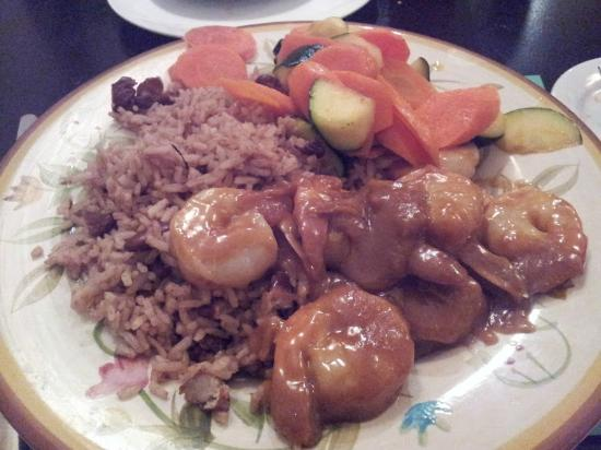 Konga Cafe: Spicy peanut shrimp with rice and beans