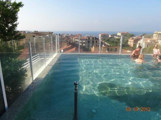 هوتل بلازا: roof pool 